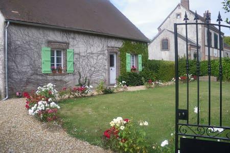 Maison chaleureuse 150m2 à 30 minutes de Chartres - Montireau - Haus