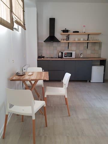 Nice modern studio next to the Vake park
