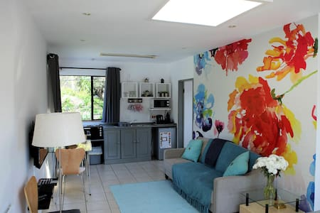 Bright Apartment in Secret Parkhurst