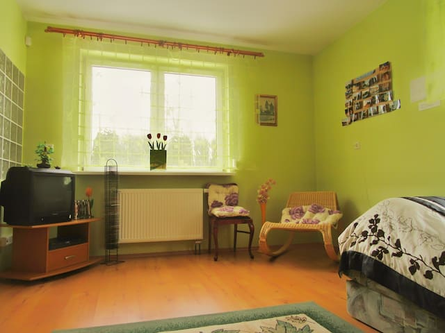 Cozy apartment for 1-2 per. in a very quiet area - Łódź - Byt