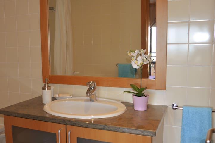 Bathroom 1 | Suite