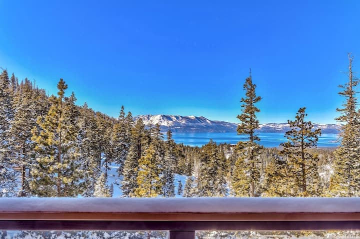 Breathtaking LakeVIEW Best Location SKI OUT HotTub