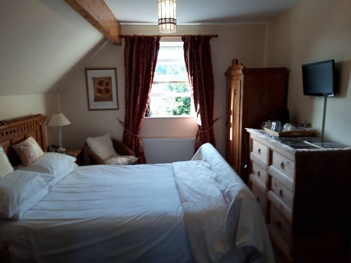 King Size deluxe Room with Ensuite