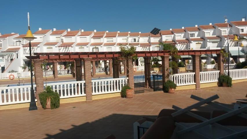 Coqueto chalet adosado en la costa granadina - La Perla de Andalucía