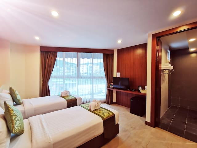 Patong Twin Room @ Swimming Pool (main building)