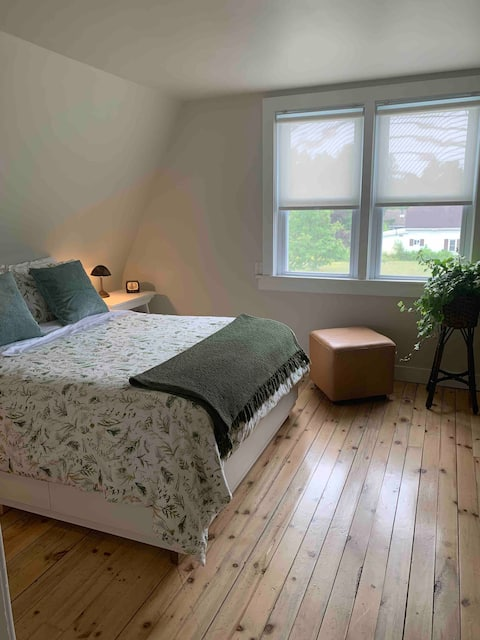 ( NEW-SHORTER STAYS AVAIL)THE ANNIE MCDERMID HOUSE