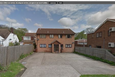 Large 1 Bedroom Flat in Sought After Location!! - Chatham - Leilighet