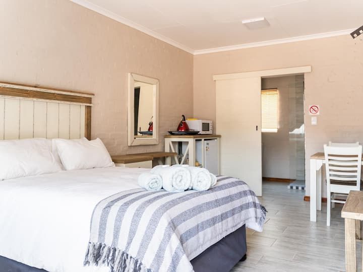 Opstal Guestfarm - Deluxe Double Room