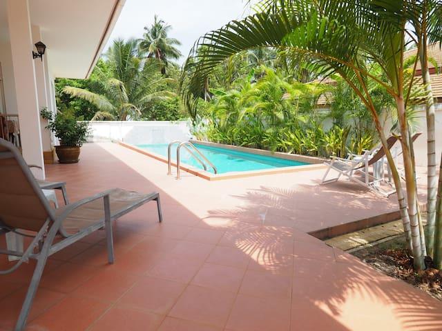 Coco Pool Villa Bangsaphan