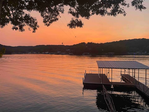 Sunset lake retreat, spacious deck, private dock!