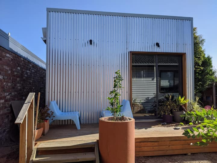 Stylish self-contained studio in the inner-North