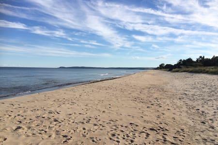 Ljust, stort boende nära strand och natur - Kristianstad Ö