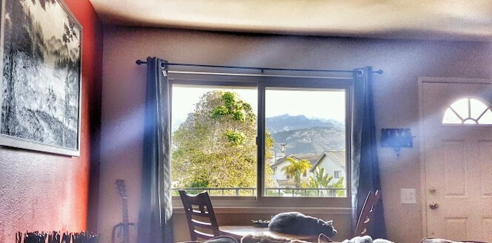 Carpinteria (couch/living room) Mtn Views - Carpinteria - Maison de ville