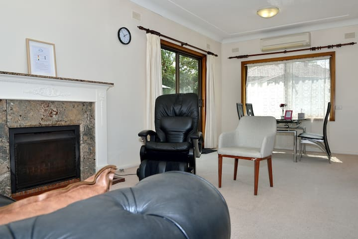 North Ryde spacious F room