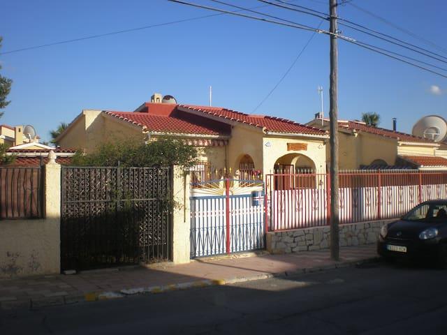 Very nice La Marina house for rent. - San Fulgencio - House
