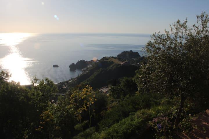 "Awesome view in Taormina at Villa ""Petri di Sali"" - Taormina - Villa"