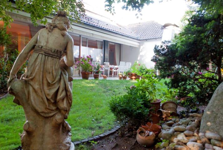 Wohnen in Villa am Frankfurter Lerchesberg
