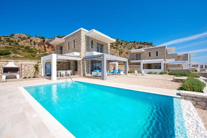 4BR Luxury Villa in Rodes by UniqueVillas