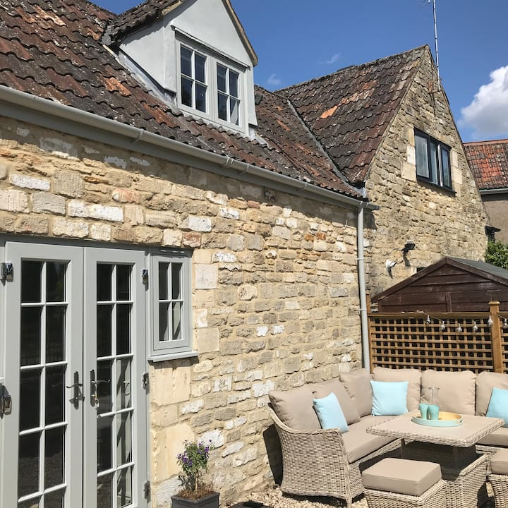 Stables - village charm, fresh air & near Bath