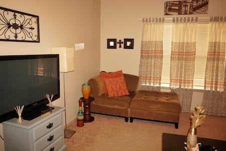 Cozy space near Razorback Stadium and XNA - Fayetteville - Szoba reggelivel