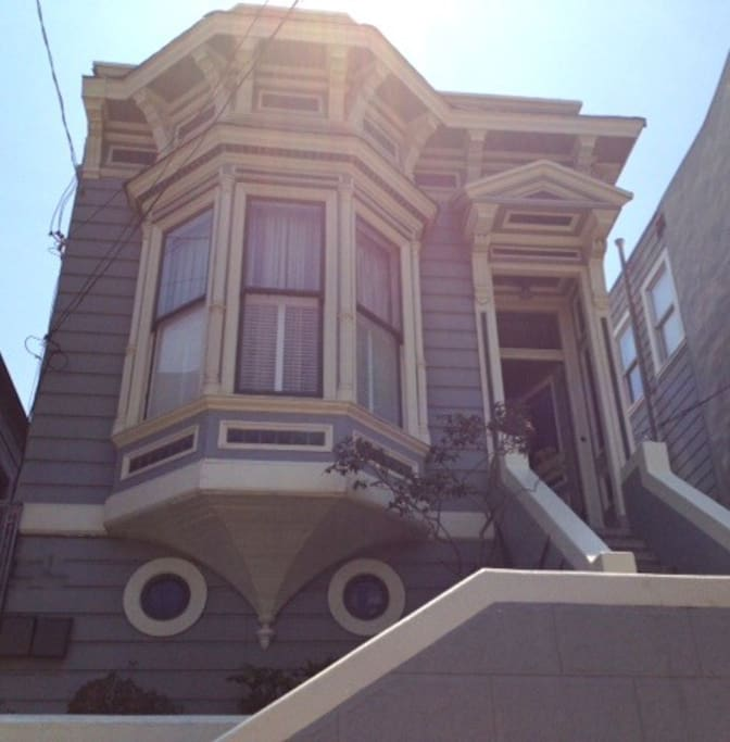 A beautiful Edwardian rental home in SF - the entire house is yours!