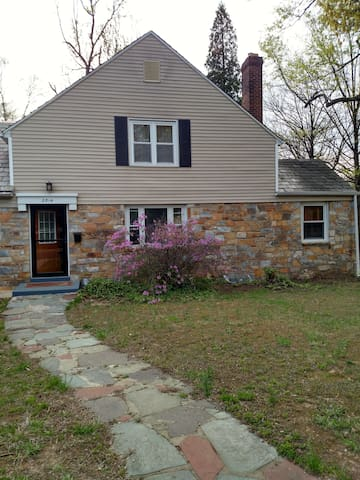 2nd FL, 2-BR Apt in Cheverly Stone Cottage - Cheverly - House