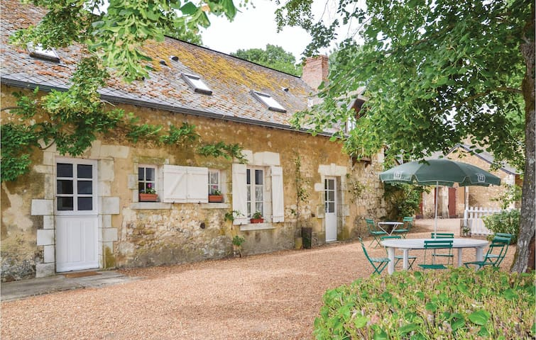 Holiday cottage with 5 bedrooms on 200 m² in Luche Pringe