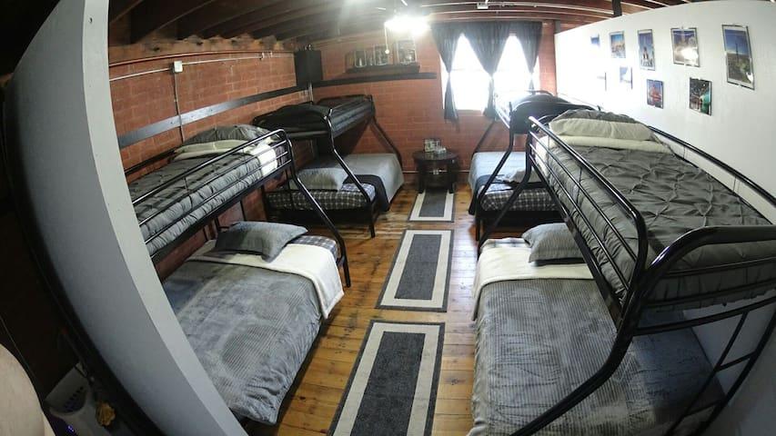 Full size#1 Bottom Bunk/Shared Room+Gym LAX 3miles - El Segundo - Loft