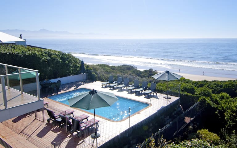 Beachyhead Drive - Charming home on Robberg Beach
