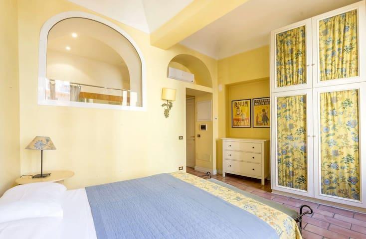 Campo de fiori elegant apartment