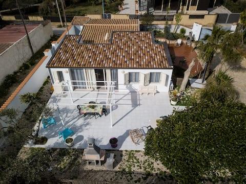 Villetta sul mare indipendente con giardino !!!