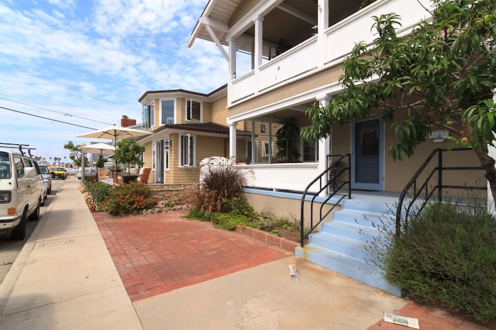 Historic Apartment on Balboa Island (30 day min)