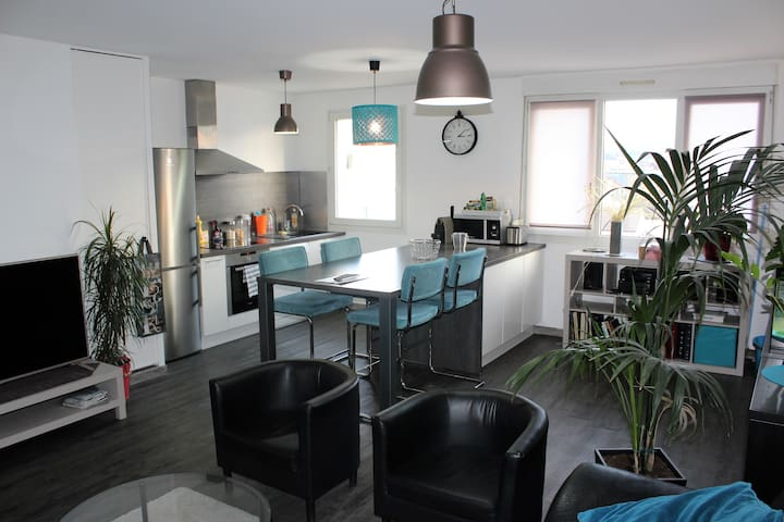 2 bedroom flat parking Reims center 6 people - Reims - Lakás