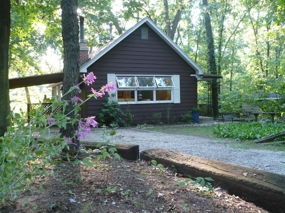 Beautiful, quiet wooded setting within easy walk to the beach.