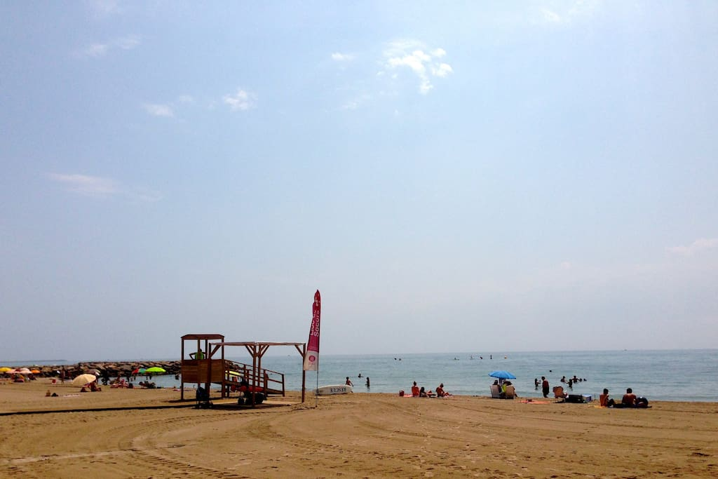 La playa enfrente de casa (The beach in front of the apartment)
