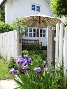 2-Bedroom Cottage in Nature Reserve - Emmerting - House