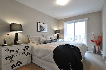 New Townhouse,Sleeps 7! 2 Baths,Pkg - Surrey - Talo