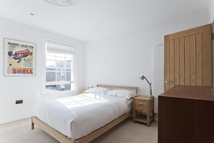 Spacious room with private en-suite - Londyn - Dom