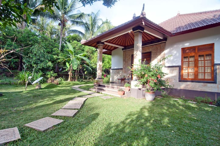 Lovina Gardens B & B.....Save $$ - Buleleng - Bed & Breakfast