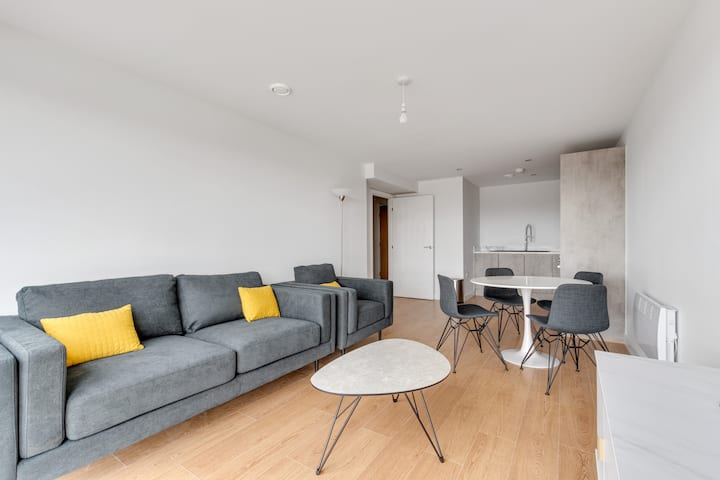 Lovely 2 Bed Apartment in a Converted Mill