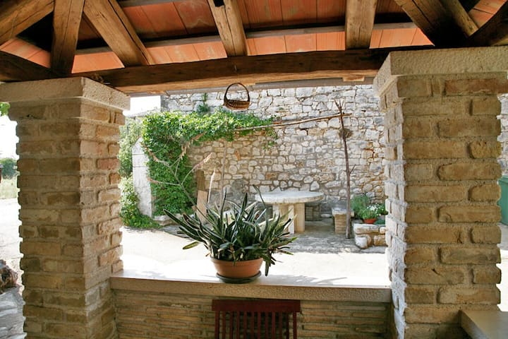 VILLAGE HOUSE ON THE SEASIDE! - Poreč - Haus