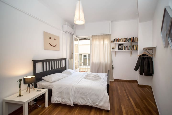 Syntagma Large Cozy Apt, Absolute Centre of Athens