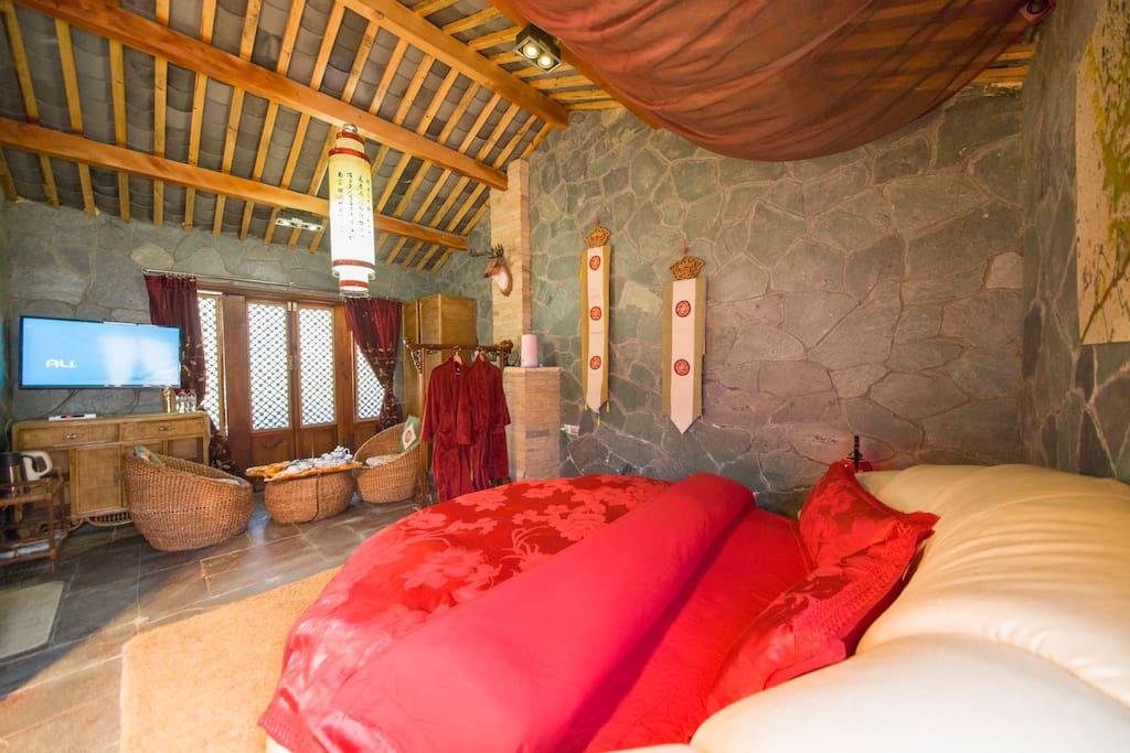 独立小套房,独立卫生间,24小时热水,干净舒适,圆床浪漫温馨