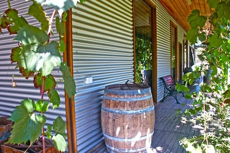GETAWAY ON VINEYARD! - Healesville - วิลล่า