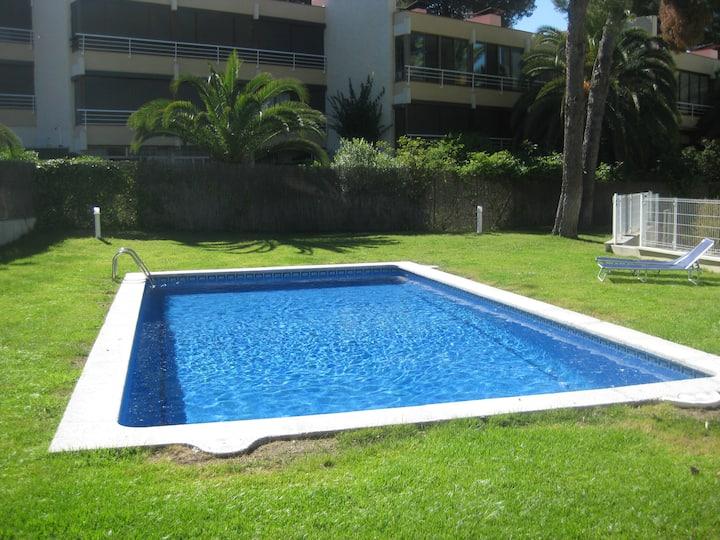 Apartamento tranquilo con jardin y piscina