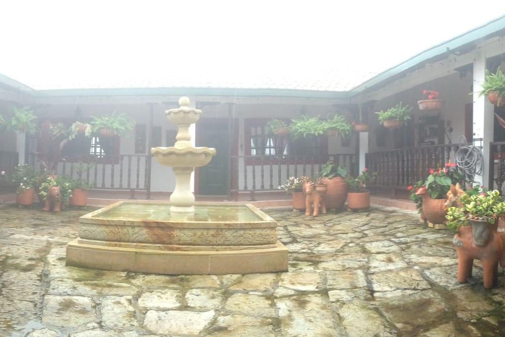 Aqui le hacemos un homenaje en todos los rincones a nuestra arquitectura y nuestra historia Colombiana