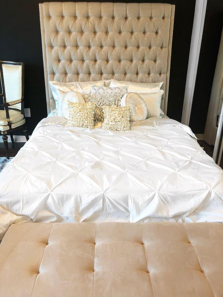Luxury Queen Bed/ Foam Mattress