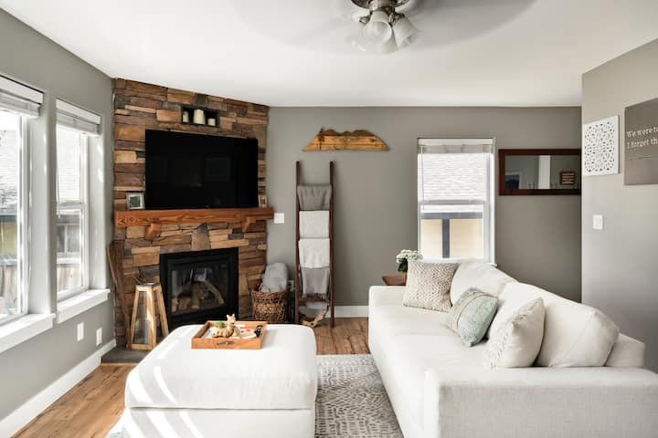 Sanitized and Cozy Craftsman with Fireplace