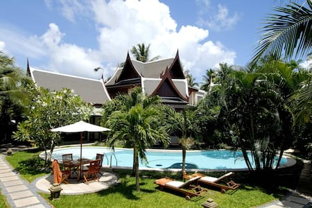 8 bedrooms serviced villa in Phuket, next to beach - Thalang
