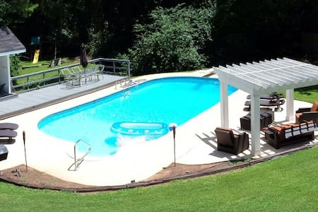 HH - Large Furnished Estate with Pool,Jacuzzi&More - Fayetteville